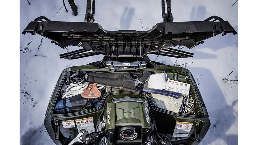Polaris ATV har god og tør opbevaring med gummilister.
