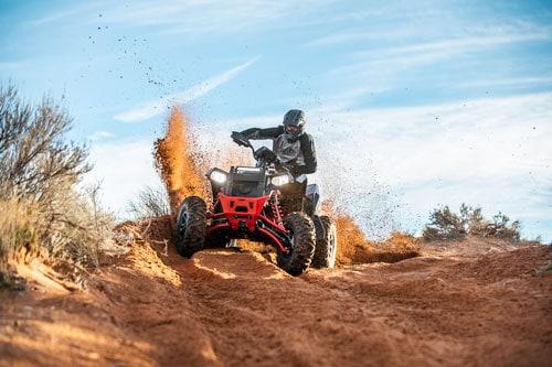 Billede af Polaris Scrambler XP 1000 S ATV i rødt sand