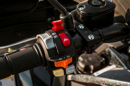 Styr på ATV Scrambler XP 1000 S. Godt greb og instrumenter inden for rækkevidde