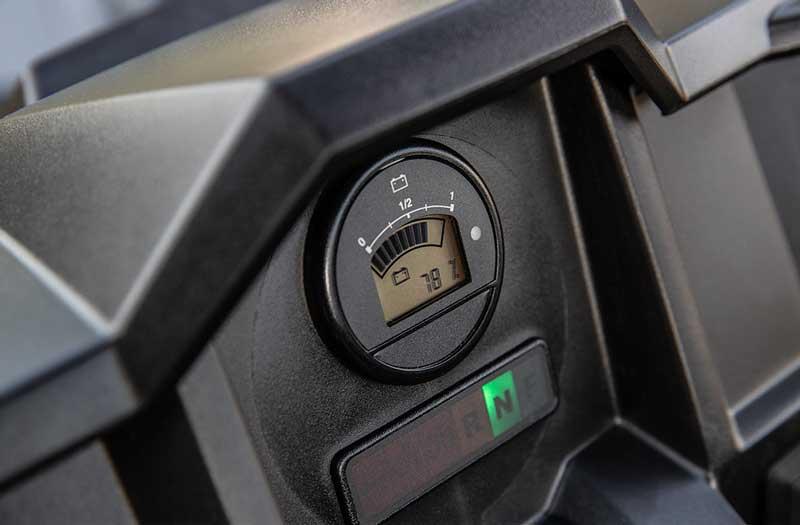 El indikator på Polaris Ranger EL UTV. Polaris udgave af John Deers EL Gator.ngtrækkende, god komfort og stort lad plus mulighed for trækkro