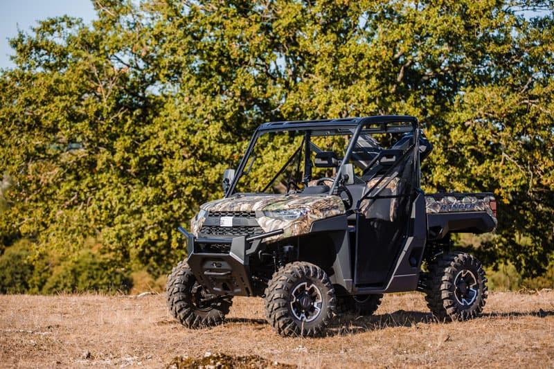 UTV Ranger fra Polaris i skovområde. Jagt UTV