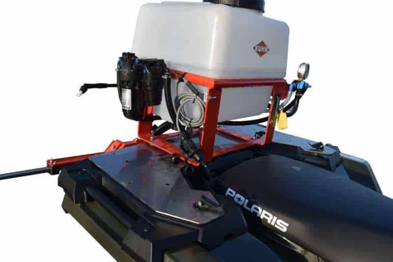 Polaris ATV X2 monteret med kuhnsprøjte på montageplade
