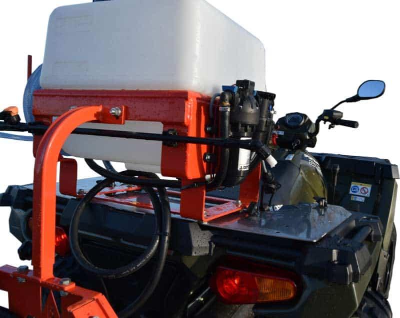 Kuhn sprøjte på Polaris ATV med montagebeslag til hurtigt af og på montering