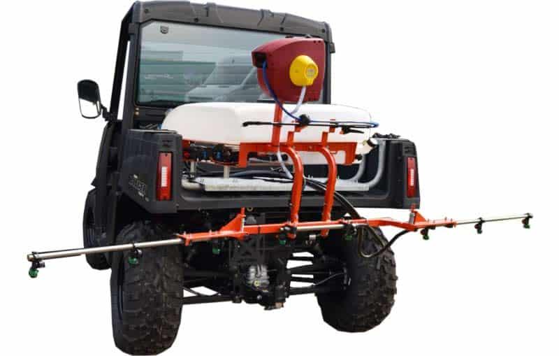 Polaris Ranger UTV med Kuhn sprøjte på montageplade.
