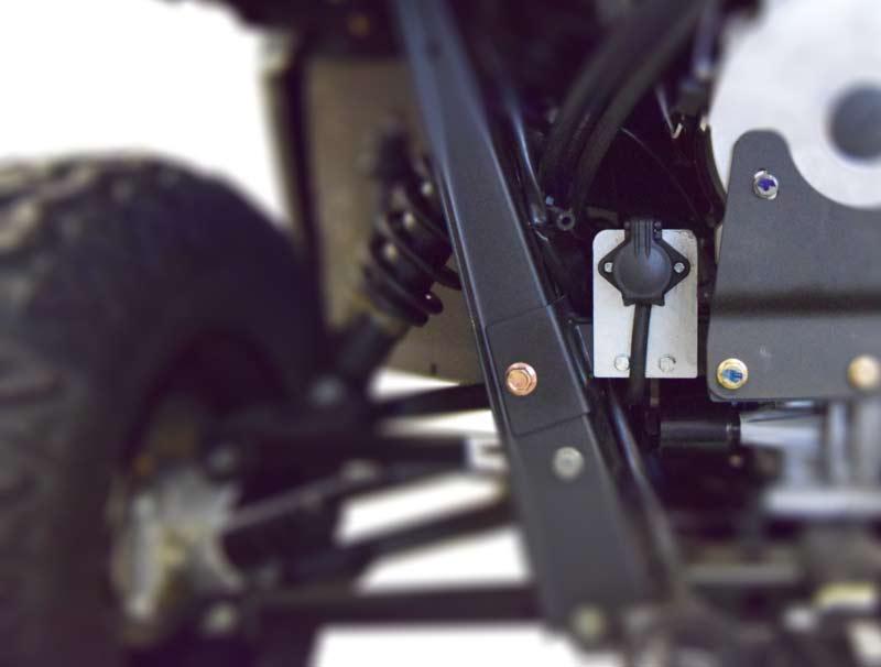 4-pols strømstik til ATV redskaber. monteret på Polaris ATV