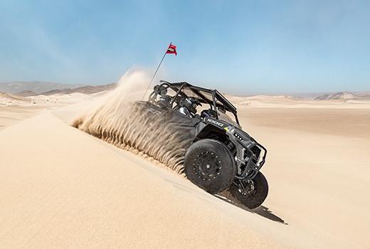 Polaris RZR XP 1000 EPS 4 personer i ørken
