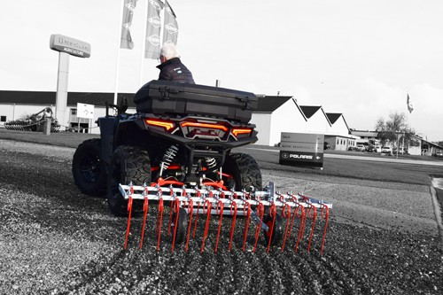 ATV rive til gårdsplads. Kraftig rive med kvalitetstænder og mulighed for el løft.