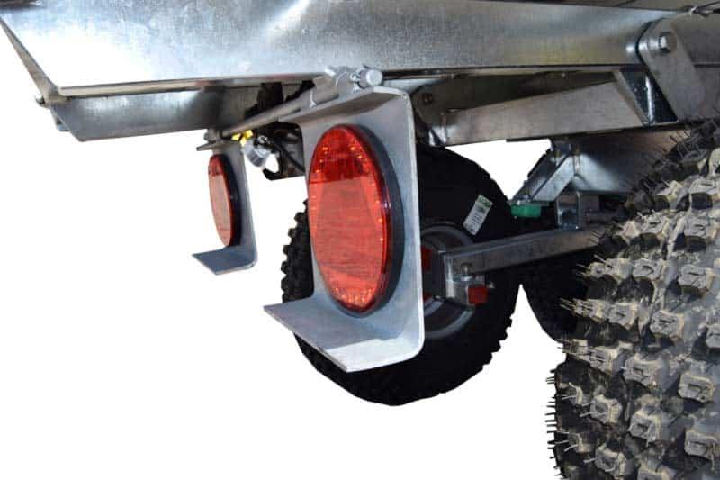 ATV vogn til kørsel i terræn. Kraftig og gennemtænkt vogn. Bevægelig reflekser så de bøjer af på forhindringer.